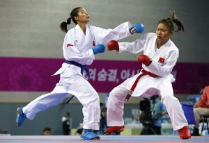 Vietnam's Bui Thi Ngoc Han (red) fights China's Yin Xiaoyan in the women's -61kg bronze medal contest of the karate competition at Gyeyang Gymnasium during the 17th Asian Games in Incheon October 3, 2014. REUTERS/Issei Kato (SOUTH KOREA - Tags: SPORT)
